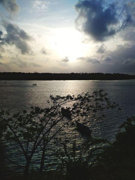O sol sempre volta a brilhar depois de uma nuvem. #Brasil #Pará #salinas Sunset Cloud - Sky Reflection Sky Water Scenics Tranquility Nature Day first eyeem photo