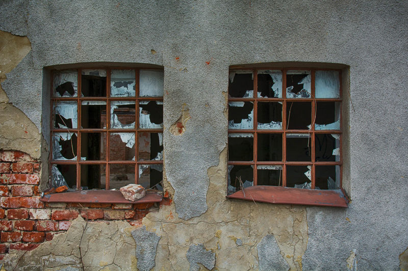 Built Structure Window Architecture Building Exterior Building Wall - Building Feature No People Wall Weathered Damaged Old Outdoors Low Angle View Residential District Glass - Material Broken Bad Condition Abandoned Window Frame