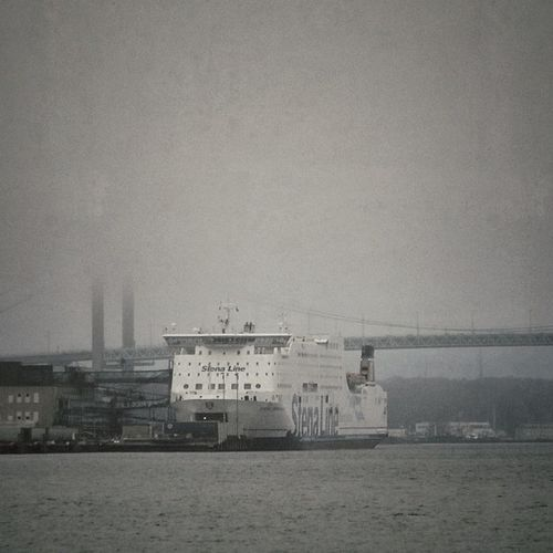 They're going to Germany. I'm just crossing the river. Barco Stena River Sverige Water Ig_sweden Bridge Igersgothenburg Fog Stenaline Travel Ig_gothenburg Foggy Ship Boat Gothenburg Sweden Goteborg Ferry Puente Monochromatic