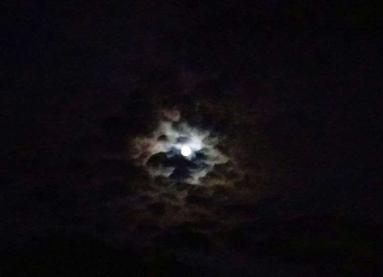 we all see the same...💭 Sky Moon Clouds Moonshine Astronomy Space
