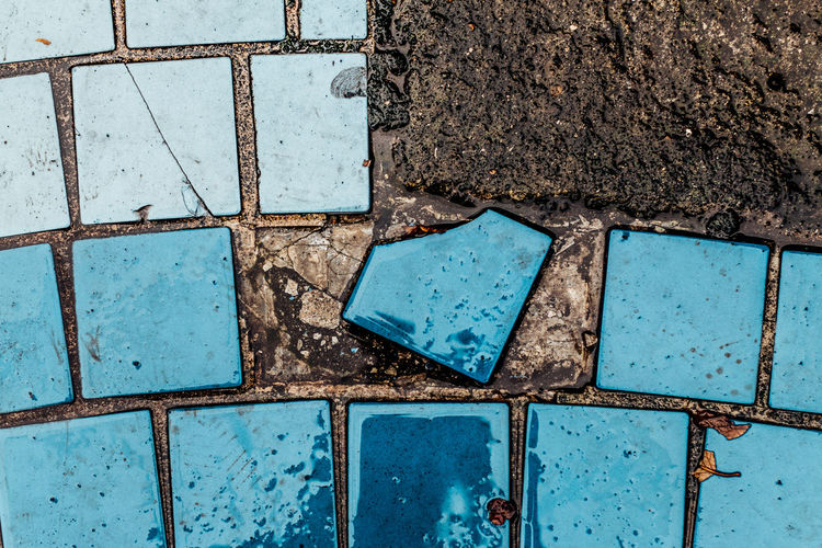 Broken Patterns Outsider In Asymmetrical Rows Of Things Pattern Pieces A Bird's Eye View Blue Colour Of Life Eyeemphoto Getting Inspired Ground Learn & Shoot: Simplicity Lookingdown Minimalism Pattern, Texture, Shape And Form Rainy Days Simplicity Simple Things In Life Tiled Floor After The Rain Fresh Textures And Surfaces View From Above Wet Abstract Resist