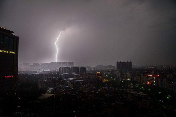 When The Lightning Strikes Showcase July Check This Out Hello World Taking Photos Relaxing Urbanexploration Guangzhou EyeEm Gallery EyeEm EyeEm Best Shots Lightning Lightning Storm Thunderstorm Thunder Storm RainyDay Dawn Evening China