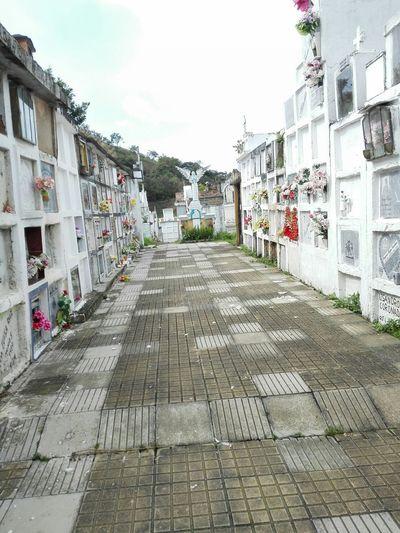 Aquí descansan los que el amor no olvida. Cementerio Mauseleum Tumbas Colombia ♥