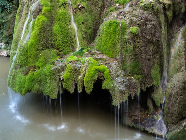 Flowing Water Beauty In Nature Waterfall Outdoors Wet Wild Motion Scenics - Nature Paradise Creek Landscape Lake Freshness Springtime Green Moss Rock Formation Park Forest Stream Tourism Vibrant Colors Cascade Growth Vegetation