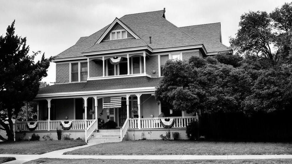 Black & White Riverside Moms House