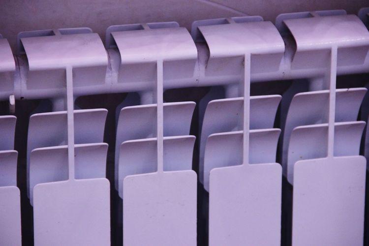 батарея отопления. батарея отопление секции фон белый вид спереди No People Large Group Of Objects Close-up