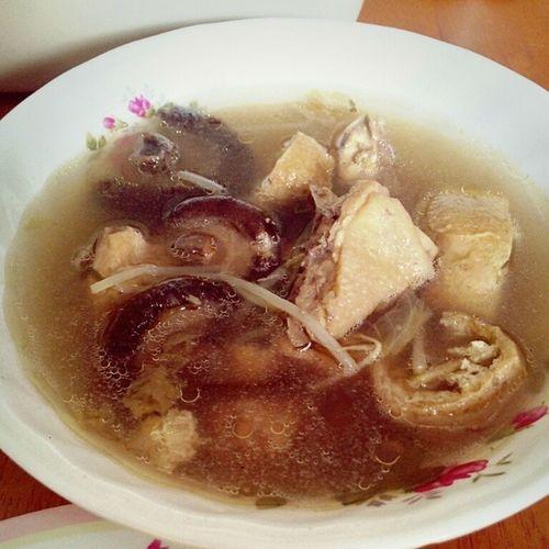 Bah Kuh Teh Ayam Soup mama sy juga laa paling sadappp d dunia . . HAHA love u mama!Instasoup Instafood InstaDelicious Instaeat
