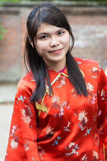 Young Women Portrait Smiling Focus On Foreground Looking At Camera Black Hair Casual Clothing Culture Vibrant Color Dancefest Festive Traditional Clothing Asian Culture Looking At Camera Edegem portrait Chinesische Kunst