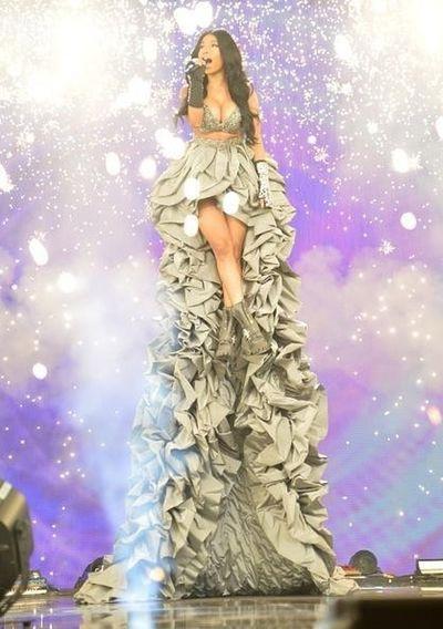 Nicki Minaj Fashion Gorgeous Emas