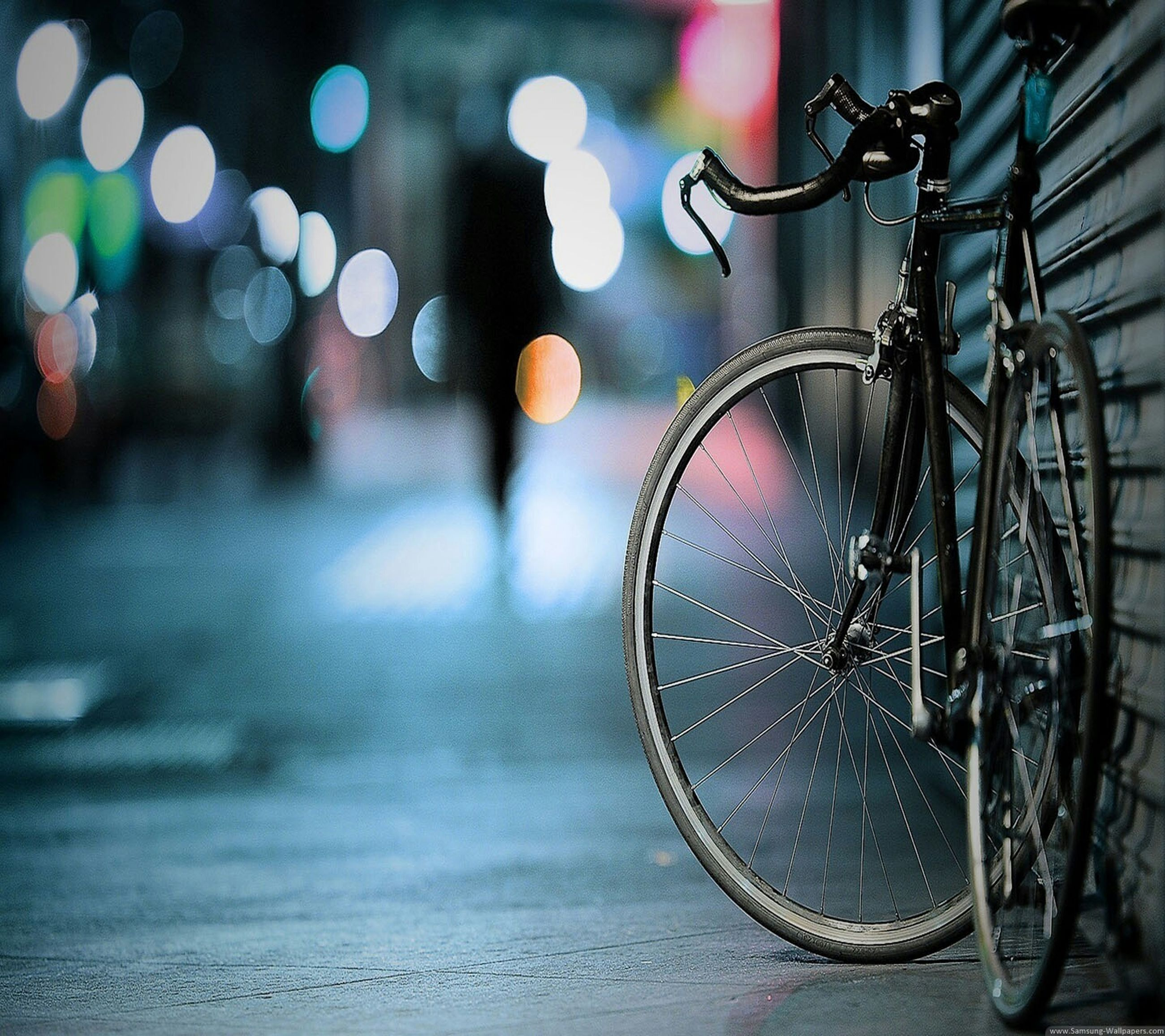 bicycle, transportation, mode of transport, ferris wheel, amusement park, land vehicle, wheel, amusement park ride, arts culture and entertainment, circle, stationary, metal, focus on foreground, outdoors, part of, built structure, street, no people, parking, architecture