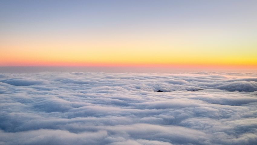 Sunset above the clouds... staying dry. 🌅🌦Can you spot the mountain top poking through the clouds? You might have to pinch to zoom. 🧐 Sky Sunset Beauty In Nature Scenics - Nature Tranquil Scene Orange Color Tranquility Winter Landscape Cold Temperature No People Copy Space Cloud - Sky Non-urban Scene Snow Nature Environment Idyllic Outdoors