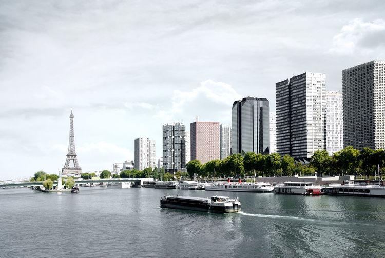 Paris, barge on