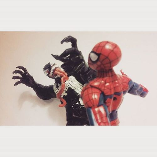 """Gonna make you suffer,Spiderman"" //on a side note sorry I haven't posted anything lately i've been extremely busy but for my followers who've been sticking around thank you!// Marvellegends Manchild Mcu Infiniteseries Tcb_flyupandaway Nerd Comics Hasbro Venom Amazingspiderman Spiderman Baf Toyslagram Toysrmydrug Toys4life Figures Actiontoyart Actionfigures Macgargin Marvelentertainment Webhead Actionfigurephotography Webslinger"