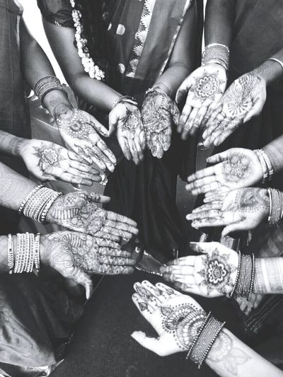 Women Around The World Mehandi  Engagement Indian Wedding South Indian Wedding Hands Celebration EyEmNewHere Art Is Everywhere