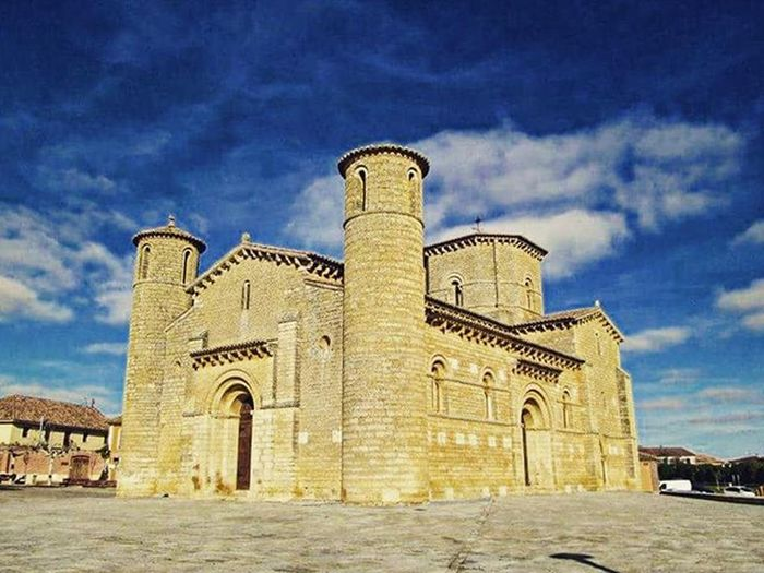 Another famous cathedral somewhere in Spain. SPAIN Travel Scenery Adventure CaminodeSantiago Hike Hiking Camino Nature Ontopoftheworld Santiago Europe BuenCamino Landscape Theway Walk Walking Church Cathedral Buildings Building Bluesky Thatsky Thatskytho