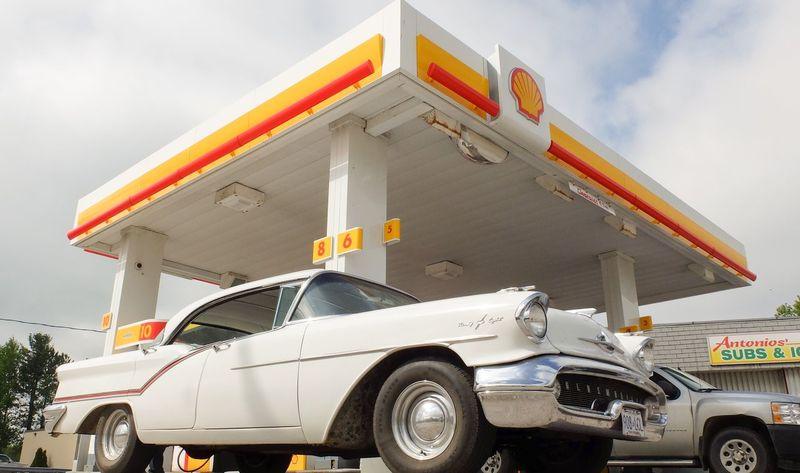 Gasstation Oldsmobile Classic Car