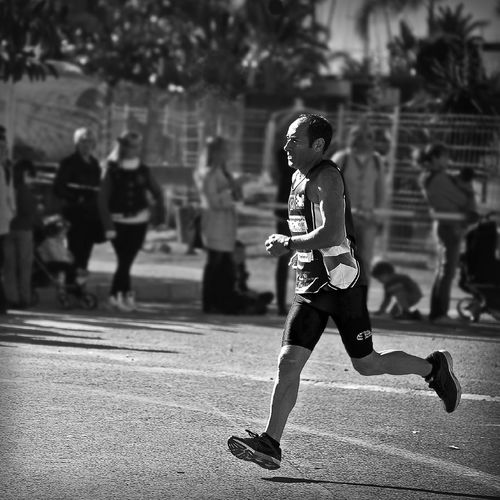 como corre el viejo Viejo Corriendo City Day Envejecido Pero Corriendo Leisure Activity Lifestyles One Person Running Sport Street This Is Aging The Photojournalist - 2018 EyeEm Awards The Street Photographer - 2018 EyeEm Awards