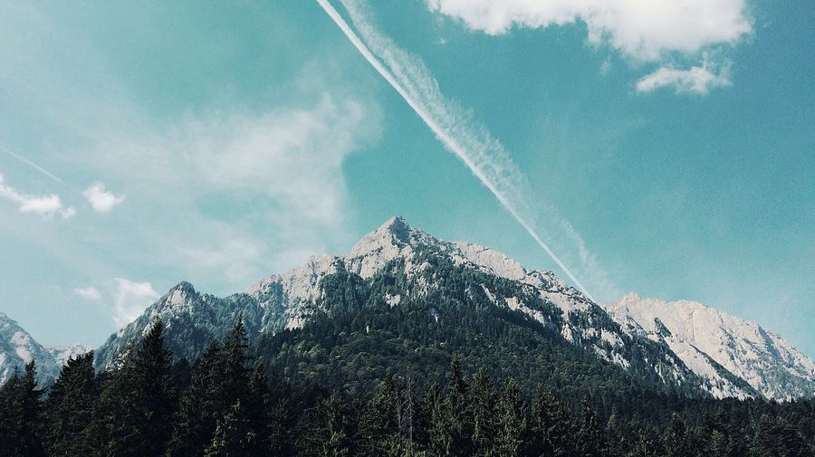Mountain Scenics Tranquil Scene Vapor Trail Tree Sky Winter EyeEmBestPics Weekly_feature Fresh On Eyeem  Welcomeweekly EyeEm Nature Lover EyeEmBestEdits Snow Cold Temperature Mountain Range Majestic Tourism Tranquility Non-urban Scene Low Angle View Snowcapped Mountain Nature Travel Destinations Mountain Peak
