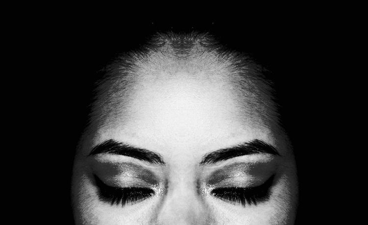 Makeup Eyes Closed  Black & White Blackandwhite Photography Human Face Black And White Collection  Black & White Photography Black And White Woman Style Style Of Life Eyeemphotography Eyes Closed  Make-up Make Up ART Woman Face