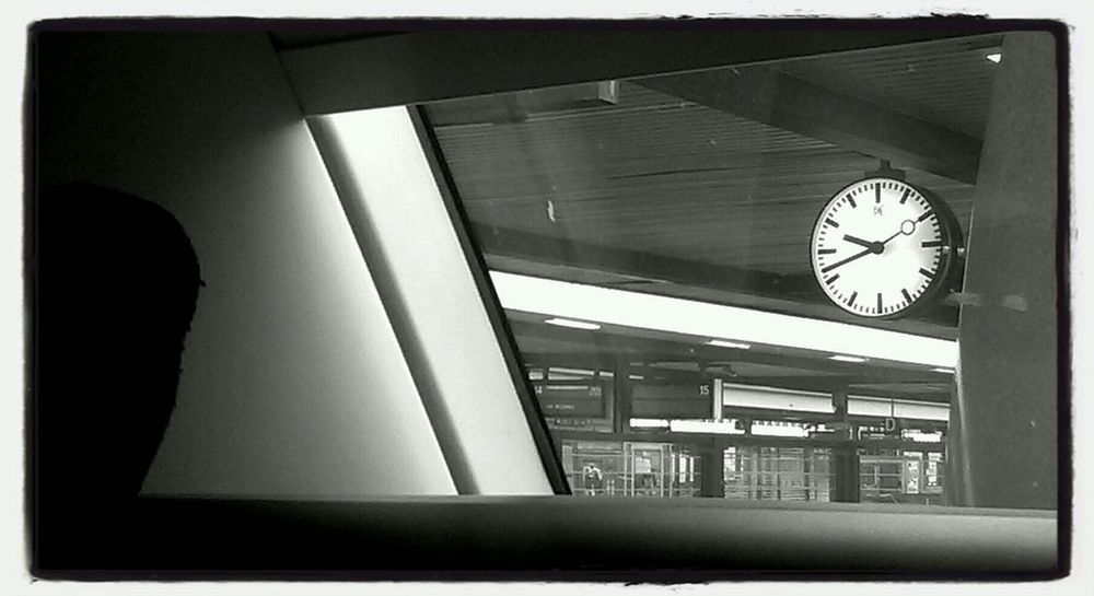 Good_morning Bahnhof Black & White