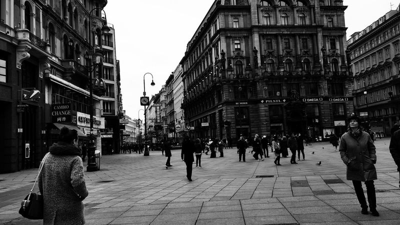 Architecture City Street Walking Outdoors Blackandwhite Blackandwhite Photography Bw_collection Real People Large Group Of People People