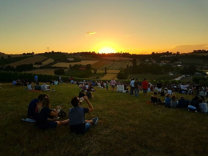 Sunset People Nature Outdoors Agriculture Field Landscape Adult Sky Aperitivo  Vigna Summer Real People Grass Men Women Large Group Of People Picoftheday Photography Beautiful Taking Photos Green Fields Fieldscape Sitting