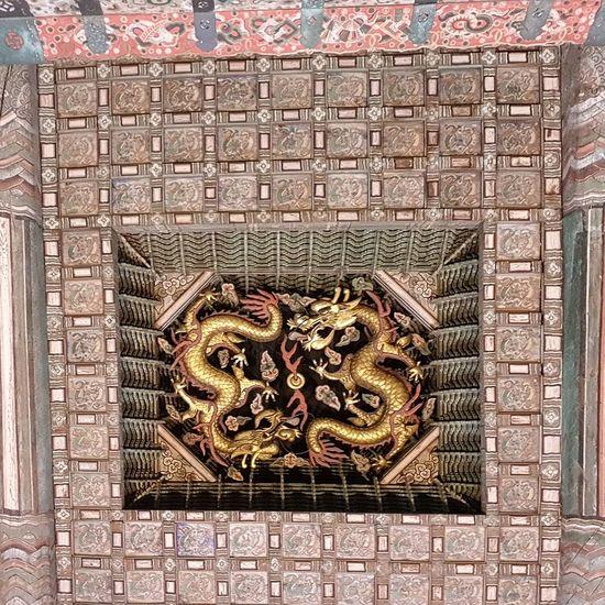 Five Clawed Dragons Symbolic  King Deoksugung Palace Joseon Dynasty Seoul Architecture Palace Architecture Architecture Tripwithson2017 Tripwithsonmay2017 Korean Culture Korean History Seoul South Korea