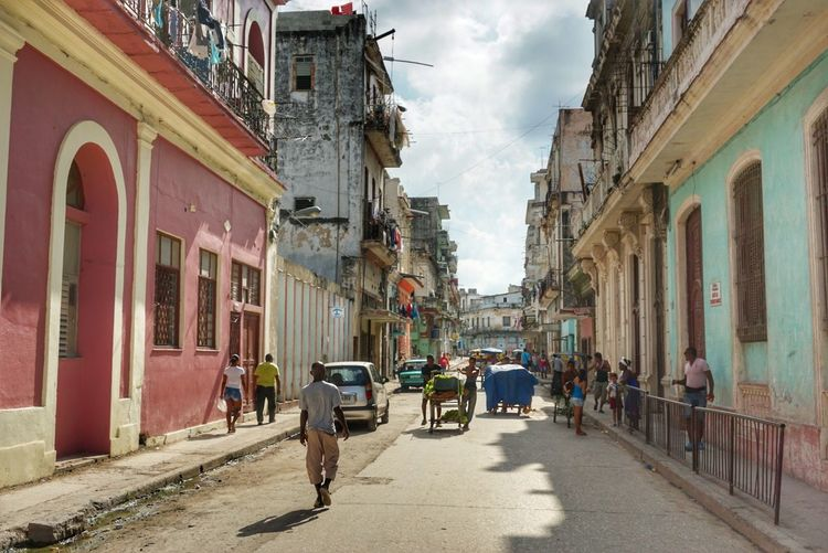 Architecture Building Exterior Street Built Structure Outdoors Sky Day Lifestyles Cuban Style Fotogeniksyl Streets Of Cuba Architecture Landscape Colors Of Life The City Light