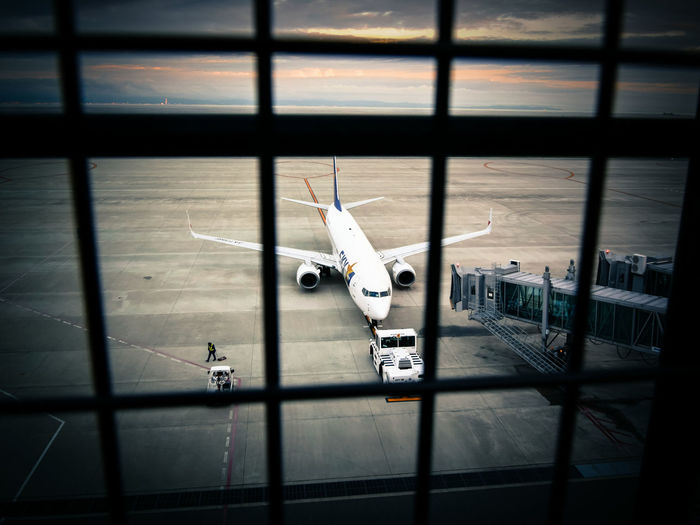 Airplane Airport Twilight Enjoying Life Departure Fence 神戸空港