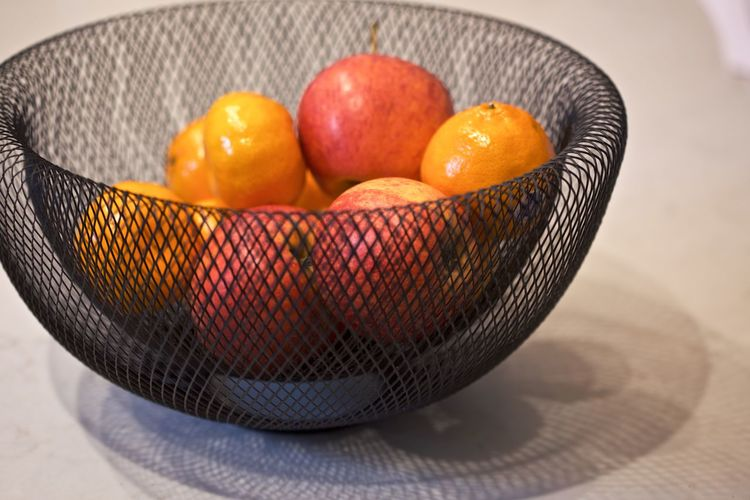 Basket Bowl Citrus Fruit Close-up Focus On Foreground Food Food And Drink Freshness Fruit Fruit Bowl Group Of Objects Healthy Eating Household Equipment Indoors  Mandarines Mandarines & Apples No People Orange Orange - Fruit Orange Color Still Life Table Wellbeing