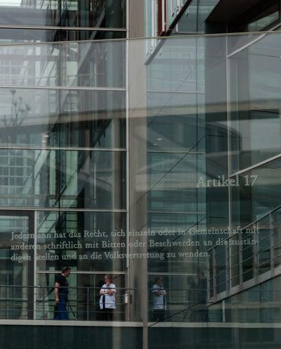 Berlin Berlin Mitte Berliner Ansichten Kanzleramt Berlin Grundgesetz Artikel 17 Versammlungsfreiheit Demokratie Pause Arbeit The Street Photographer - 2016 EyeEm Awards