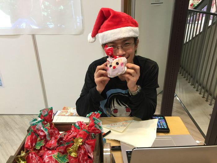 """大分フォーラス4階には""""超期間限定""""國吉サンタがプレゼントを持って待機中です。"""