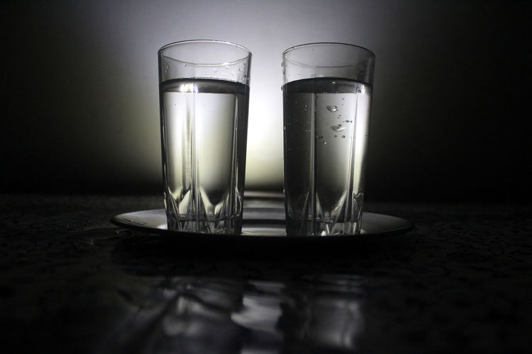 Water Glass Household Equipment Table Drinking Glass Indoors  Drink Glass - Material Food And Drink Refreshment Transparent Still Life Close-up Reflection No People Two Objects Selective Focus Group Of Objects Side By Side