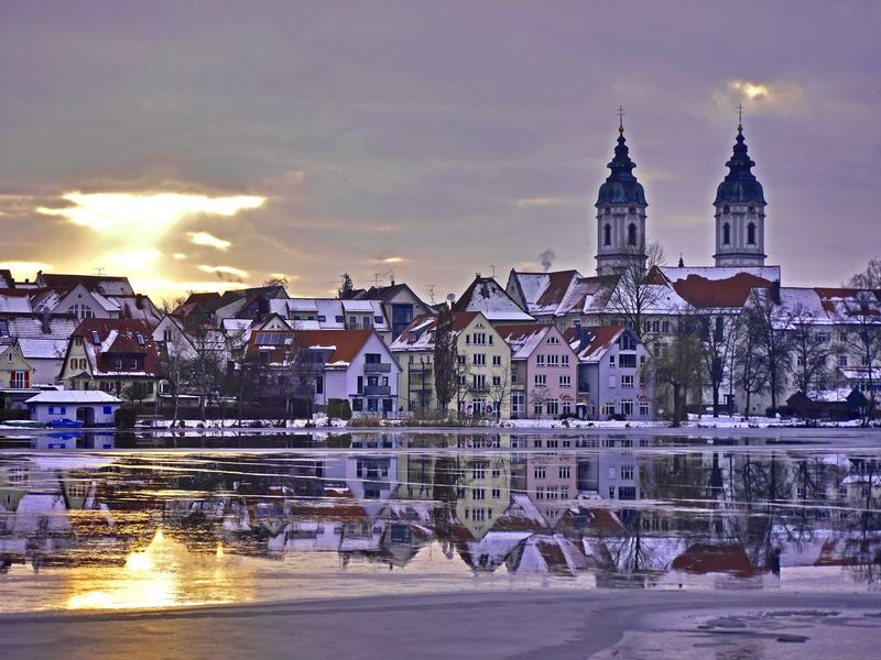 Das letzte Licht Altstadt Architecture Bad Waldsee Built Structure City Cloud - Sky Cold Temperature Frost Lastlight No People Outdoors Reflection Snow Spiegelung Im Wasser Sunset Tourism Travel Destinations Water Winter Wintertime Zugefroren