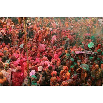 Ishanagarwalphotography Holi Lathmarholi Nandgaon barsanasamajholi2015pinkgreenOrangeredpinkgreenfestivalkrishnagopicoloursitsindiaindiaincredibleindia