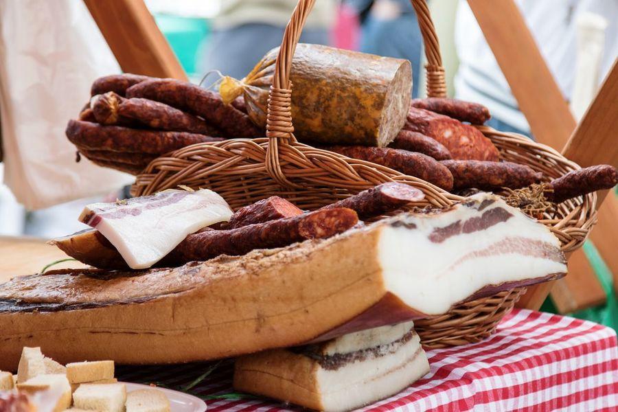 Simply the best combination of food 😍😍😍 Speck Slanina Bacon Szalona Kolbász Kobasica Wurst Saussage Food Foodporn Omnomnom
