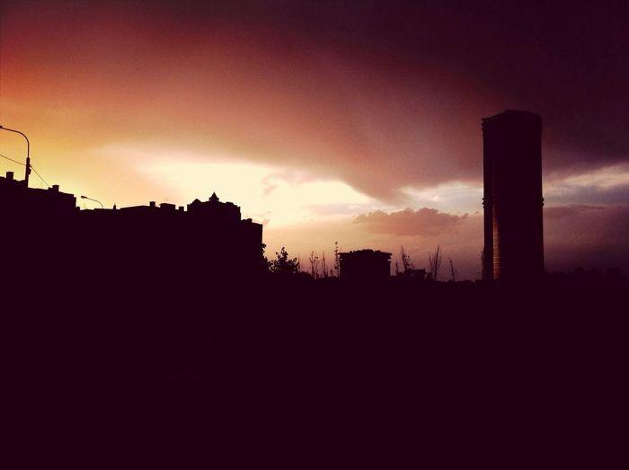 Вдохновляют меня такие фото. Прекрасный закат и силуэты домов. Relaxing