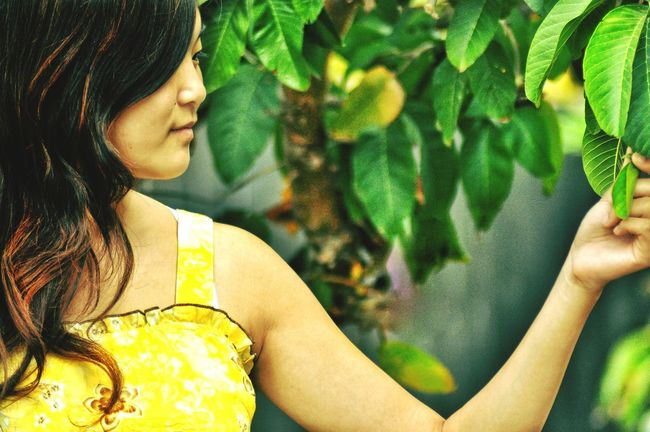 The beautiful Esther Feng Anonymousnate Modeling Outdoor Photography Sundress Vintage Smiling Capture The Moment Go Green Yellow Dress