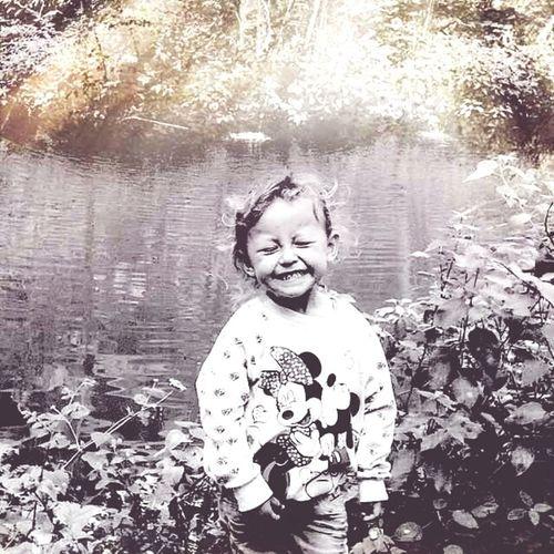 Mas alegria menos gerras... ( INGLÉS More joy less war) Eyemnaturelover EyeEm Flower Eyeemphotography EyeEm Gallery EyeEm Best Shots - Nature Niñosdecampo Niñosfelices Como Niños ...
