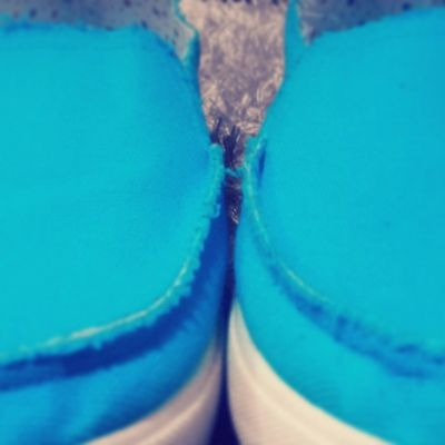 Shock electric blue shoe. Akan beraksi bila tiba masanya. Murah .aku sempoi.