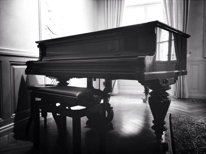 Grand Piano Blackandwhite Castle Black & White