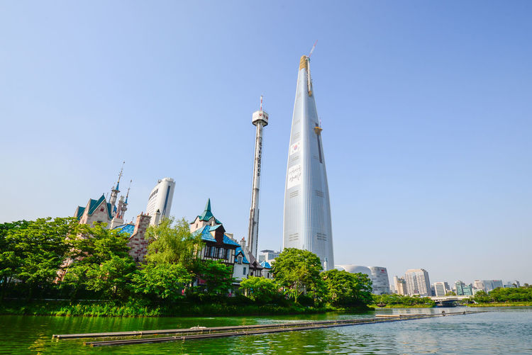 Lotte Tower currently under final construction phase, located just beside the infamous theme park known as Lotte World. Amusementpark Culture Iconic Buildings LOTTE HOTEL Lotte World Lotte World Tower Seoul South Korea Themepark First Eyeem Photo