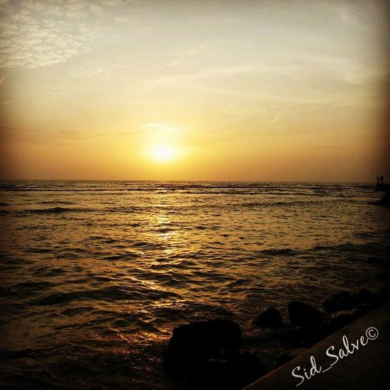 Sunset, sunset, sunset..!! Sunset Sun Sea Water Hajiali Darga Walking Platform Evening Instagram Instamumbai Indiaincredible India_gram Portrait_perfection