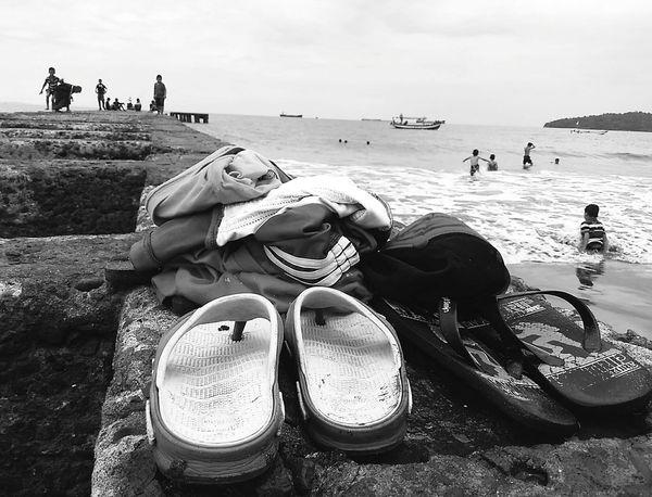 Leave Beach Outdoors Indonesian Street Photography INDONESIA Public Places Streetphotography Street People EyeEm The Streets The Week Of Eyeem The Week On Eyem Maklumfoto EyeEm Best Shots - The Streets EyeEm Indonesia Street Photography