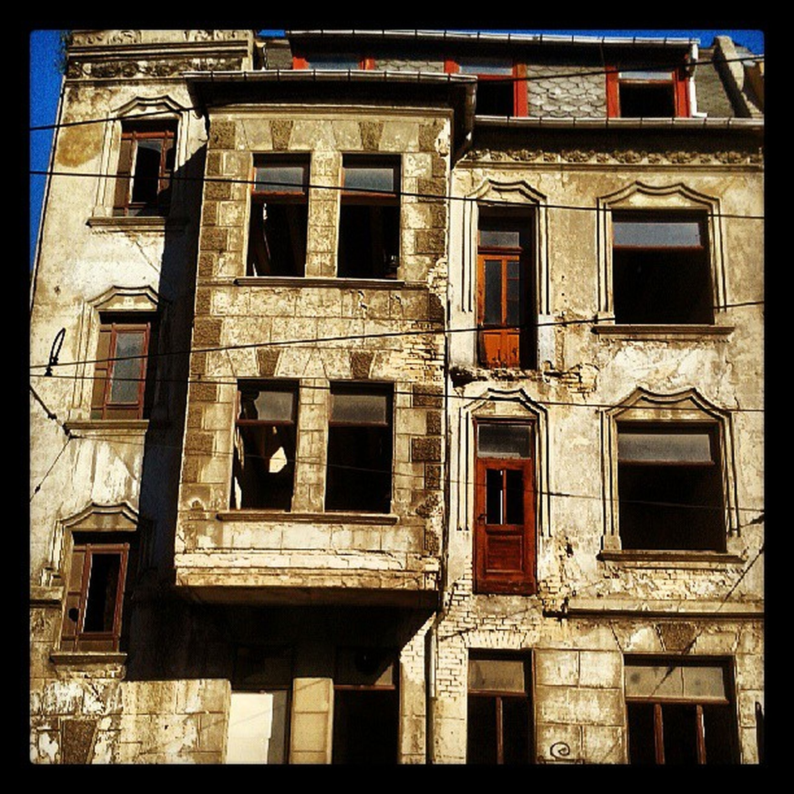 architecture, building exterior, built structure, window, transfer print, auto post production filter, old, abandoned, damaged, house, building, obsolete, residential building, residential structure, low angle view, run-down, weathered, balcony, day, deterioration