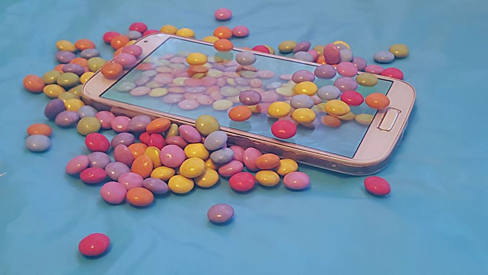 My sweet phone, still undercover 😉🍬🍬📱📱 Undercover Phone PhonePhotography EyeEmNewHere Taking Pictures Of A Phone Taking Pictures M&m's Samsung Galaxy S6 Chocolade My Sweet Phone Candy Covered Phone Samsung Galaxy S4 Collaboration Between S4 And S6 Galaxy Samsung Color Spectrum Insane Colors Supermarket Multi Colored Consumerism Store Arts Culture And Entertainment Close-up