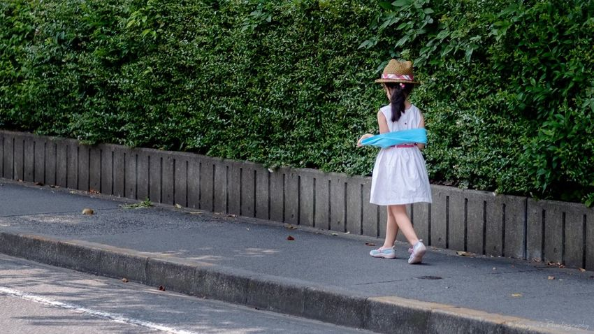 Unknown Girl Walking Little Lady  FUJIFILM X-T1 Fujifilm_xseries XF 56mm F1.2 APD EyeEm EyeEm Best Shots