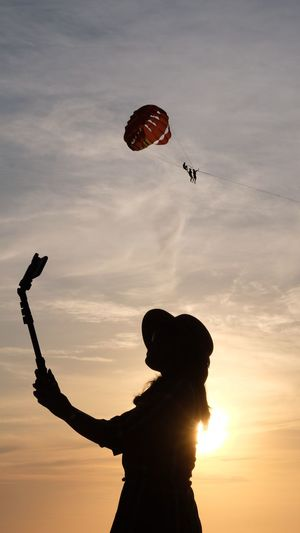 Paradise Enjoying Life Portrait Hat Time Mobile Phone Romantic Sailfie Summer Holiday Happiness Relax Backlit Enjoy Life Sky Leisure Activity Silhouette Sunset Real People Lifestyles Cloud - Sky Sport Extreme Sports Orange Color Flying Nature Parachute Paragliding Adventure Mid-air