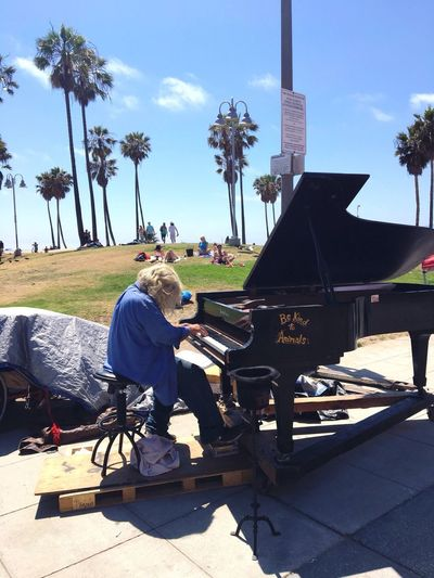 Venice Beach Pianist Pianist Piano Down And Out. Beachfront Beach Life Street Photography Real People Sunlight One Person Plant Tree Shadow Nature