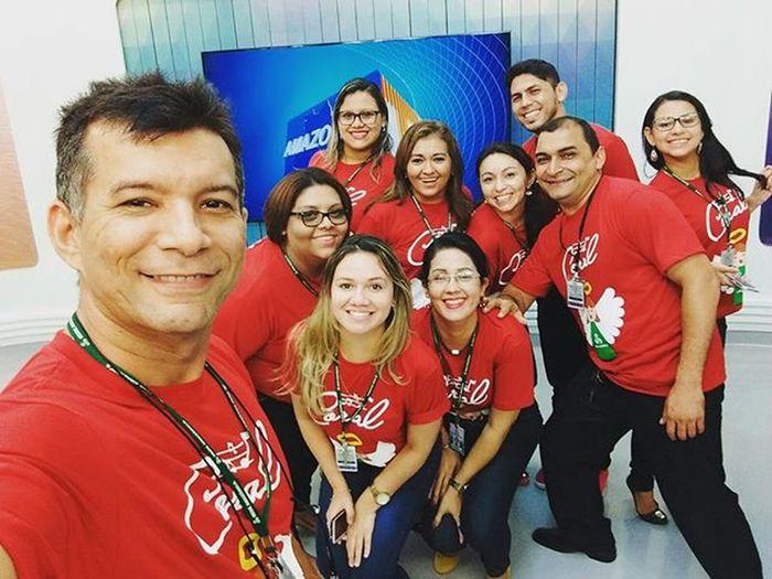 Hoje estaremos ao vivo cantando no Amazonas TV o seu jornal de meio dia, na telinha da Redeamazonica , então fiquem ligadinhos! Feliznatal Coralredeamazônica Amazonastv